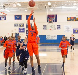 Hostos basketball player Cashmir Fulcher #3. Basketball players. Jumping